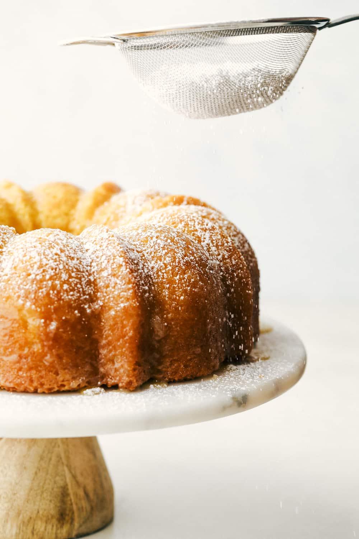 Sprinkling the cake with powder sugar.